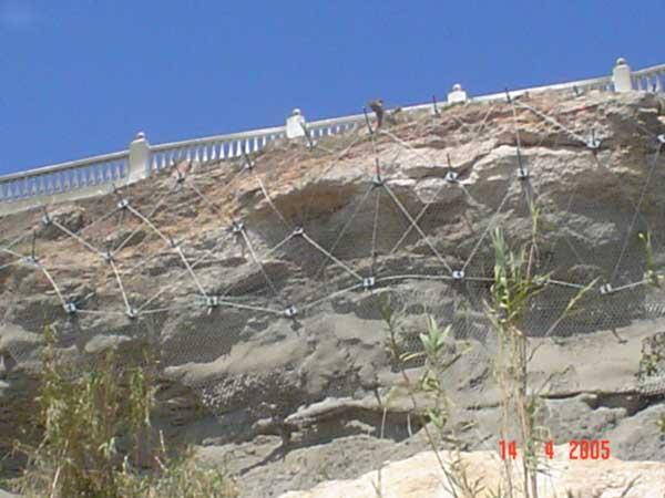 Estabilización de talud sobre el paseo marítimo del parador de Nerja - Málaga