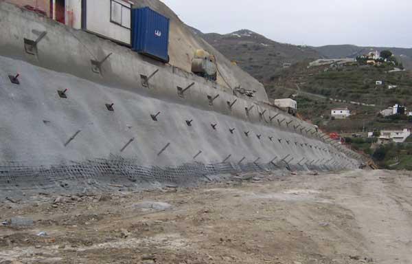 Estabilización soil-nailing en un enlace de la autovía de la Herradura - Granada