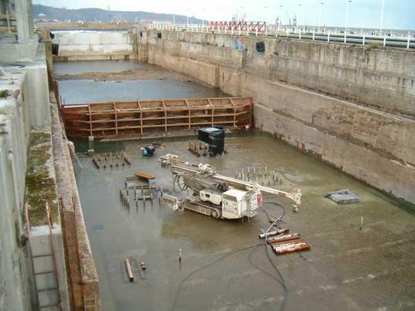 Micropilotes en dársena bajo nivel freático del antiguo puerto de Gijón - Asturias