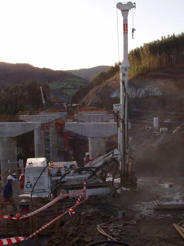 Micropilotes en cimentación de viaducto. Autovía del cantábrico tramo Gijón - Villaviciosa